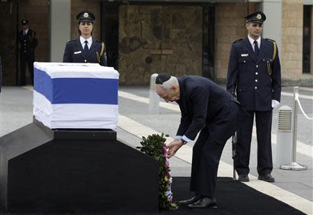 Israel's President Peres lays a wreath near the coffin of former Israeli prime minister Sharon at the Knesset in Jerusalem