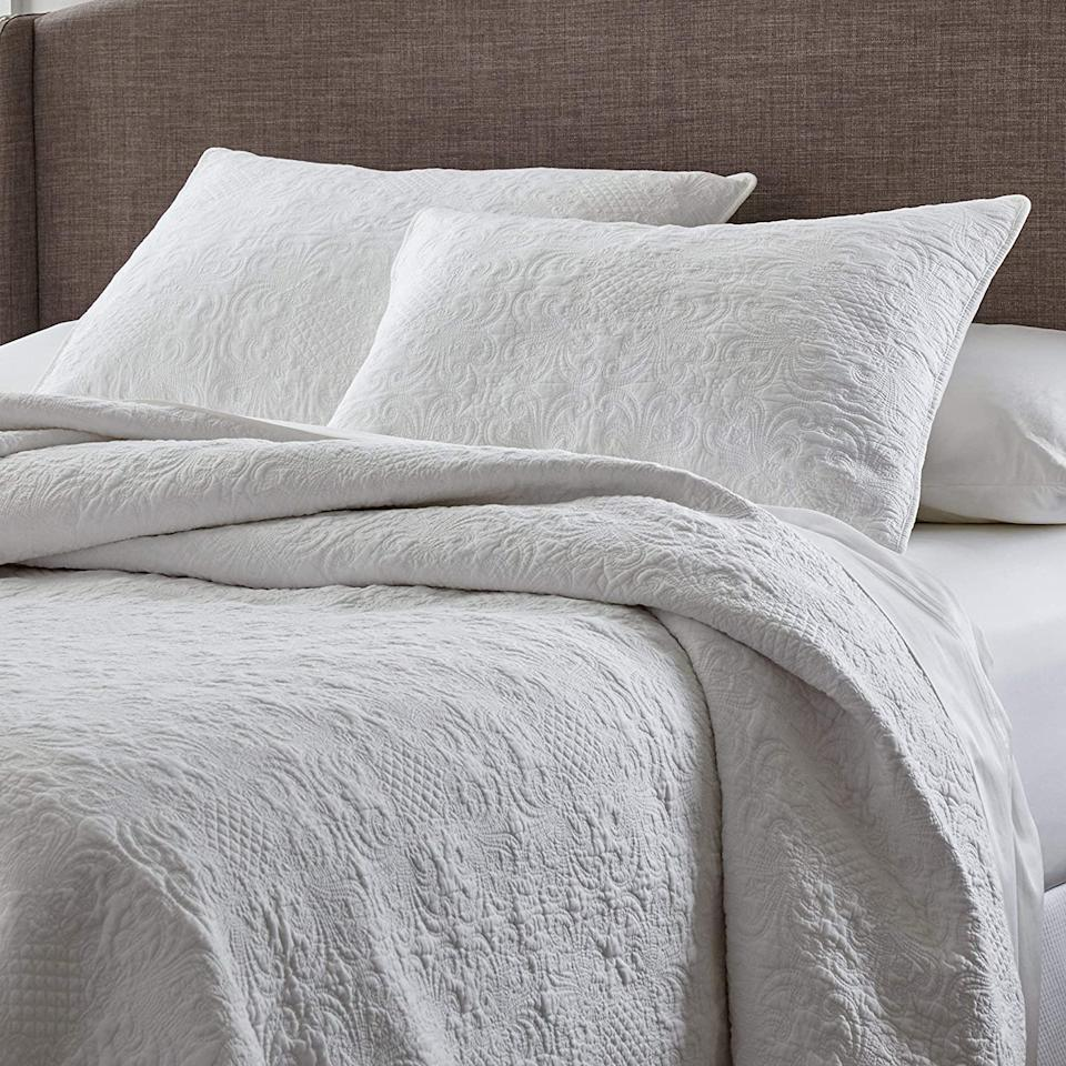 Save 15% on AmazonBasics Bedding products.