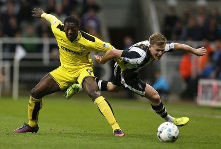 Britain Soccer Football - Newcastle United v Burton Albion - Sky Bet Championship - St James' Park - 5/4/17 Matt Ritchie of Newcastle United (R) and Marvin Sordell of Burton Albion in action Mandatory Credit: Action Images / Ed Sykes Livepic