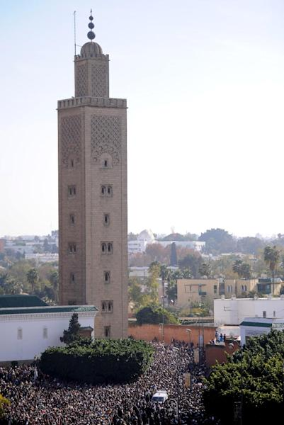 Tens of thousands of Moroccans gather at the historic Sunna mosque in central Rabat for the funeral of Abdessalam Yassine, founder of a radical Moroccan Islamist movement, on December 14, 2012 (AFP Photo/Fadel Senna)