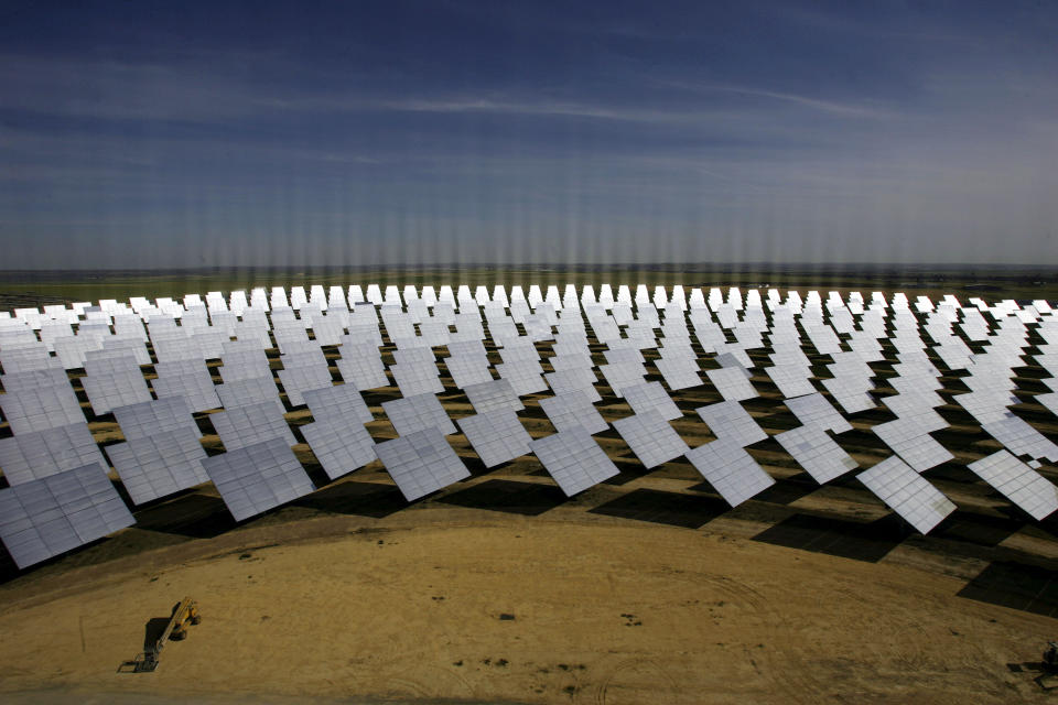 A general view shows a soon-to-be completed solucar solar park at Sanlucar La Mayor, near Seville, May 16, 2007. The first of two solar thermal power plants uses mirrors to concentrate the sun's rays onto the top of a 100 metre (300 foot) tower where it produces steam to drive a turbine. The lines in the photograph are due to reflections on the solar panels. REUTERS/Javier Barbancho  (SPAIN)