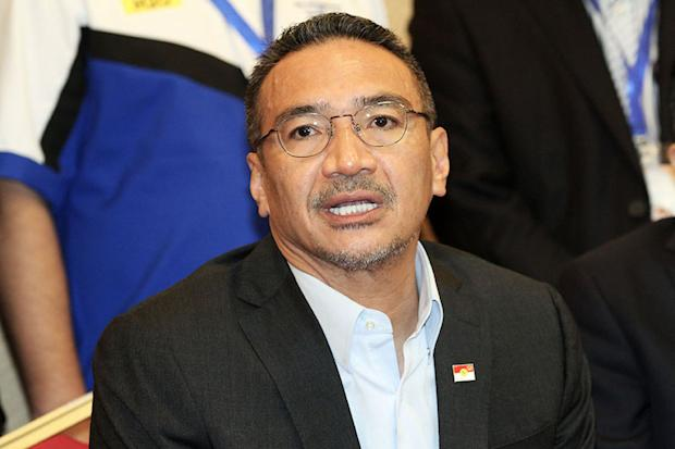 Hishamuddin says that Malaysian voters only have two choices in the next elections, to either vote for BN or the Opposition coalition. — Picture by Miera Zulyana