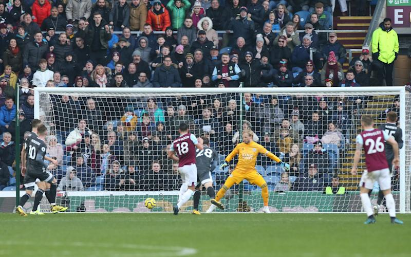 Ashley Westwood of Burnley scores past Kasper Schmeichel of Leicester City to make it 2-1 during the Premier League match between Burnley FC and Leicester City - Leicester City FC