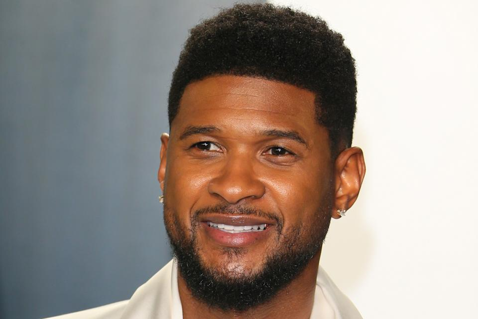 US singer Usher attends the 2020 Vanity Fair Oscar Party following the 92nd Oscars at The Wallis Annenberg Center for the Performing Arts in Beverly Hills on February 9, 2020. (Photo by Jean-Baptiste Lacroix / AFP) (Photo by JEAN-BAPTISTE LACROIX/AFP via Getty Images)