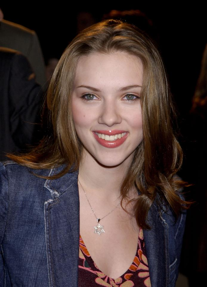 <p>Johansson wore her light brown locks in natural waves with a hint of blush on the cheeks and a natural glossy lip at the premiere of <em>Orange County</em> in 2002.</p>
