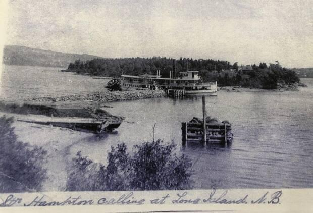 A photo by H.W.H. Swann shows the riverboat Hampton stopping at Long Island in the early 1900s  The Hampton, the last riverboat to travel to the island, made its final run in 1921.