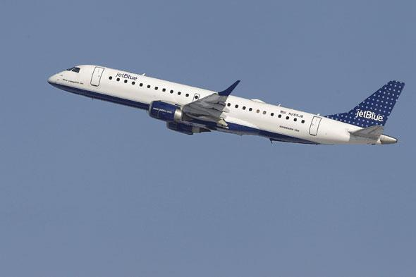 Man kicked off flight for asking to move after child kicks seat