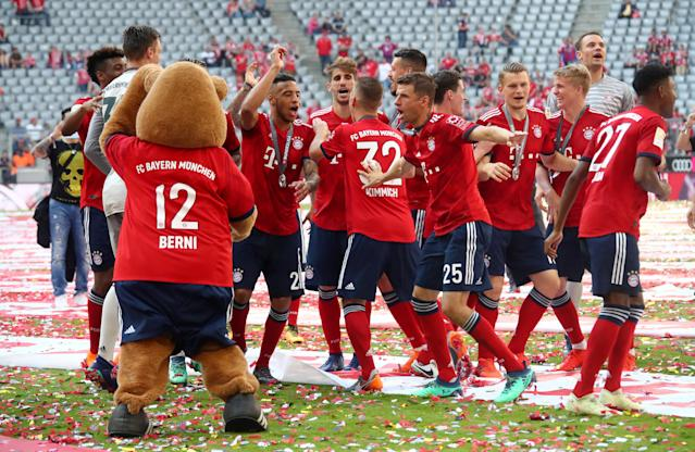 Soccer Football - Bundesliga - Bayern Munich v VfB Stuttgart - Allianz Arena, Munich, Germany - May 12, 2018 Bayern Munich's Thomas Mueller and Manuel Neuer with team mates as they celebrate winning the Bundesliga REUTERS/Michael Dalder DFL RULES TO LIMIT THE ONLINE USAGE DURING MATCH TIME TO 15 PICTURES PER GAME. IMAGE SEQUENCES TO SIMULATE VIDEO IS NOT ALLOWED AT ANY TIME. FOR FURTHER QUERIES PLEASE CONTACT DFL DIRECTLY AT + 49 69 650050