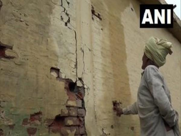 Heavy shelling by Pakistan has damaged several houses in the border village of Chak Changa in Hiranagar tehsil of Kathua district.