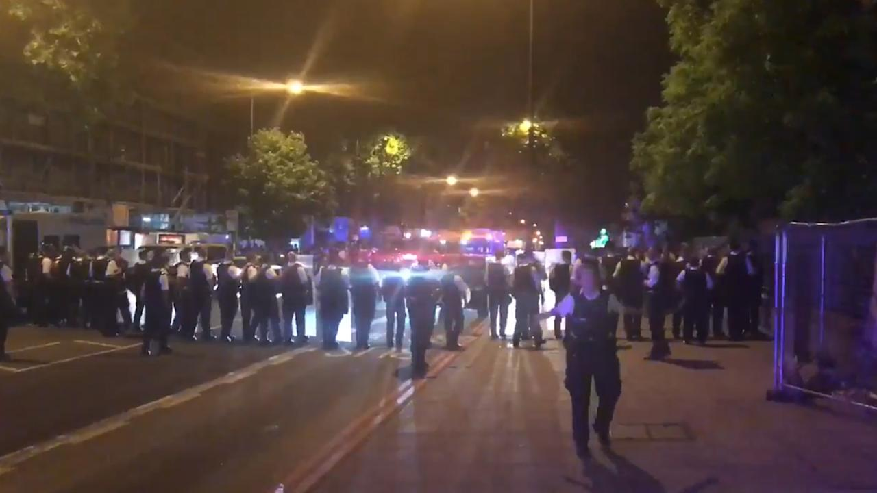 Police in riot gear were deployed to Stamford Hill in north London in the early hours of June 21, following reports of clashes between youths armed with knives and machetes. According to reports, the incident occurred when authorities tried to disperse a large group of people believed to be coming from a nearby 'illegal rave'.