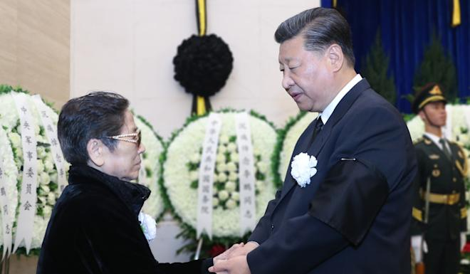 Xi Jinping shakes hands with a family member of late Chinese leader Li Peng. Photo: Xinhua
