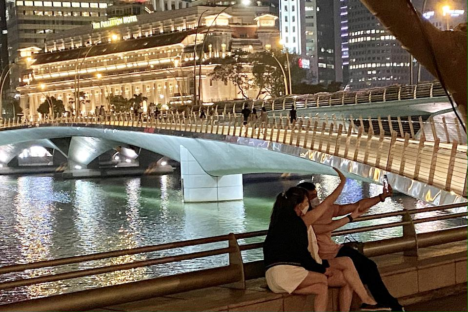 People seen taking a selfie around the Marina Bay area. (PHOTO: Dhany Osman / Yahoo News Singapore)
