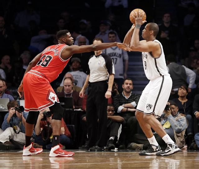 Brooklyn Nets' Jason Collins, right, takes a shot over Chicago Bulls' Nazr Mohammed during the second half of an NBA basketball game Monday, March 3, 2014, in New York. The Nets won 96-80. (AP Photo/Seth Wenig)
