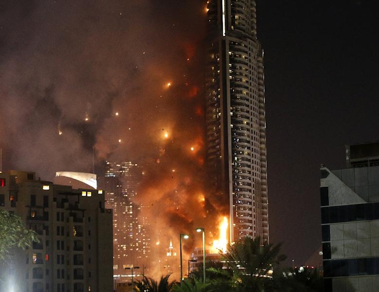 Flames rip through the Address Downtown hotel, near the world's tallest tower, Burj Khalifa, in Dubai, after it was hit by a massive fire on December 31, 2015 (AFP Photo/Karim Sahib)