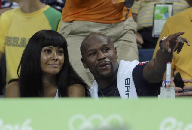 2016 Rio Olympics - Basketball - Quarterfinal - Men's Quarterfinal USA v Argentina - Carioca Arena 1 - Rio de Janeiro, Brazil - 17/8/2016. Former U.S. boxer Floyd Mayweather Jr and his guest attend the game. REUTERS/Jim Young FOR EDITORIAL USE ONLY. NOT FOR SALE FOR MARKETING OR ADVERTISING CAMPAIGNS.