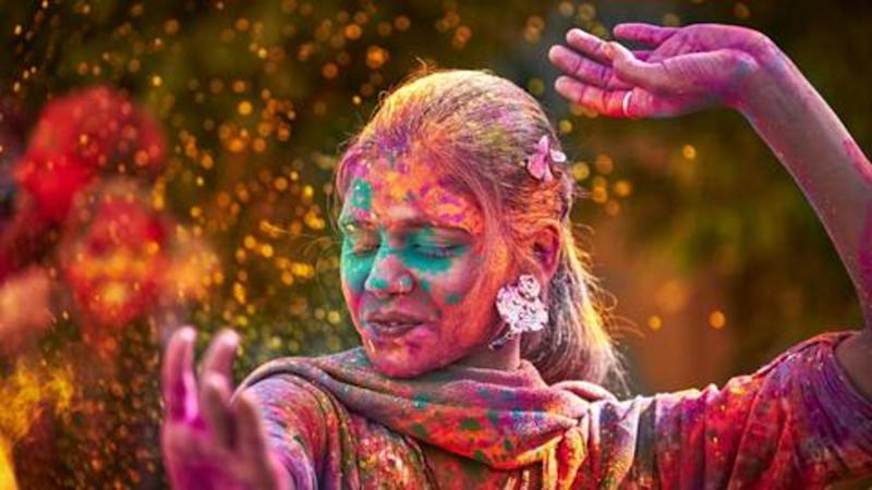 Holi 2019: 6 handy tips to take off colors naturally