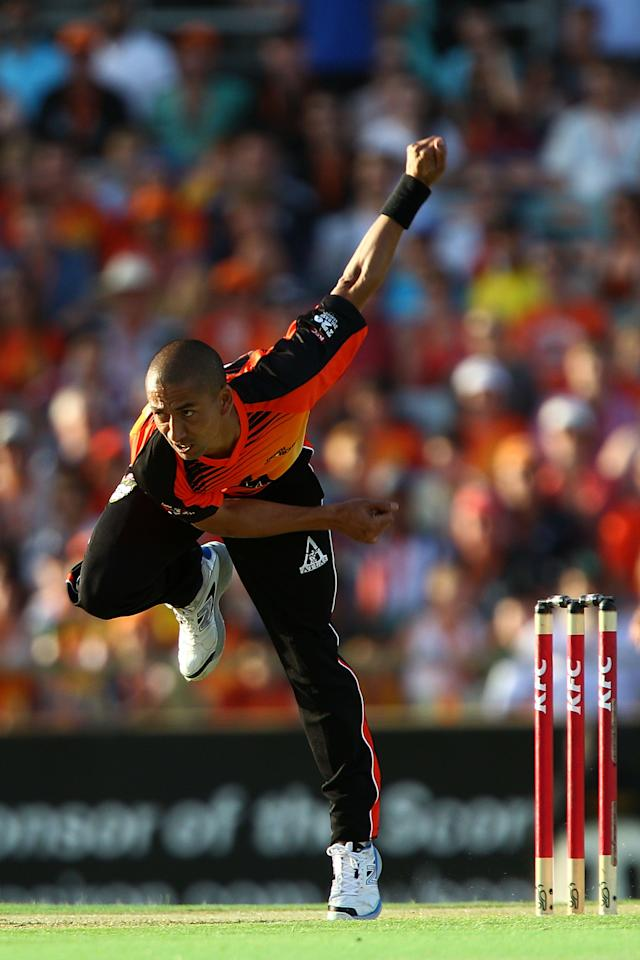PERTH, AUSTRALIA - JANUARY 04:  Alfonso Thomas of the Scorchers bowls during the Big Bash League match between the Perth Scorchers and the Sydney Thunder at WACA on January 4, 2013 in Perth, Australia.  (Photo by Paul Kane/Getty Images)