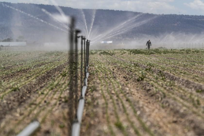 Klamath Falls, Oregon, Monday, June 7, 2021 - In Oregon, the tensions of a devastating drought ignite racism toward Native Americans Klamath Falls has long been a hotbed of extreme activity around water rights. Now in the second year of a devastating drought, the federal government has cut off annual water flows to family farms. In response, a group of locals associated with Ammon Bundy is threatening to take over a water canal and restore flows. The situation has increased decades of tensions between farmers and Native tribes, sparking was some see as an increase in the racism that has plagued the area since white settlers first came.(Robert Gauthier/Los Angeles Times)