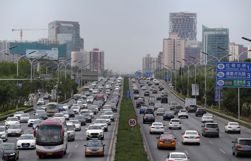 China's auto sales fall at a slower rate in March; industry expects second-half pick-up