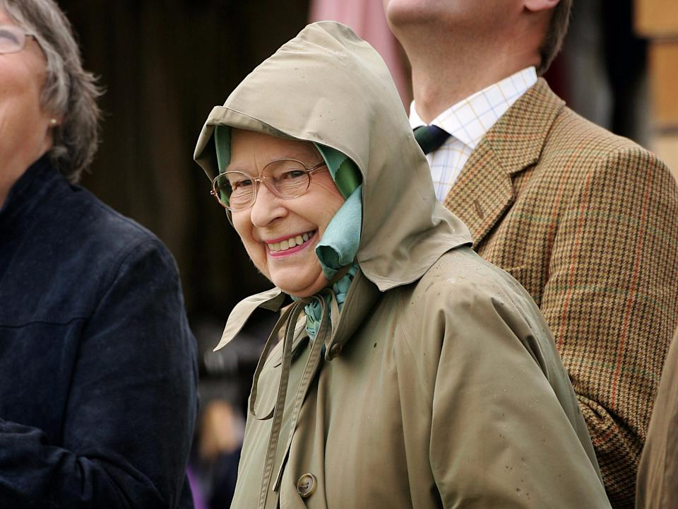 queen elizabeth raincoat