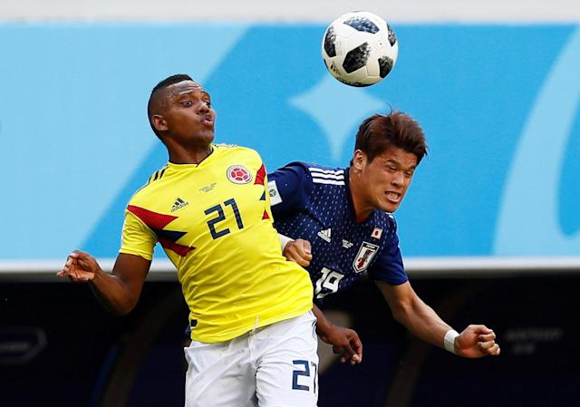 Soccer Football - World Cup - Group H - Colombia vs Japan - Mordovia Arena, Saransk, Russia - June 19, 2018 Colombia's Jose Izquierdo in action with Japan's Hiroki Sakai REUTERS/Jason Cairnduff