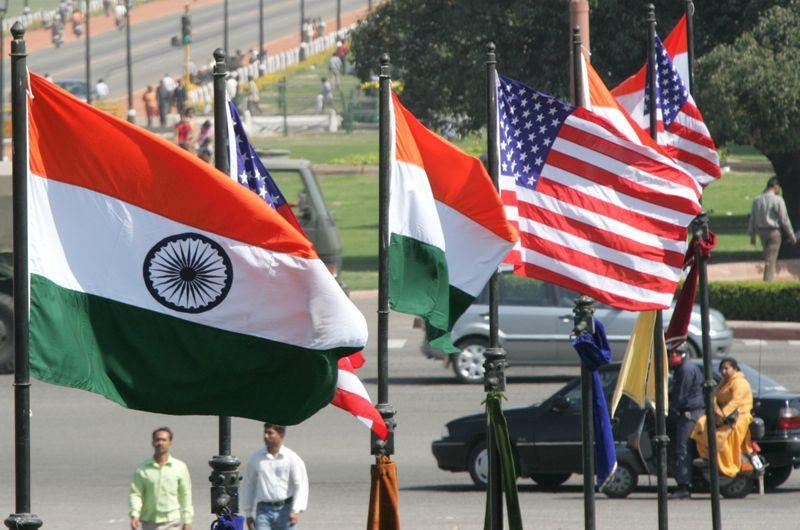 Indian and US national flags flutter ahead of visit US President Bush in New Delhi