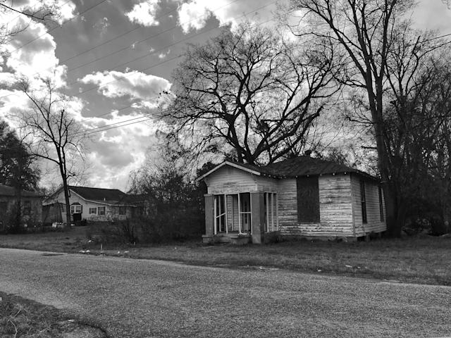<p>A boarded-up home in Selma, Ala., where roughly 41 percent of the population lives below the poverty level. (Photo: Holly Bailey/Yahoo News) </p>