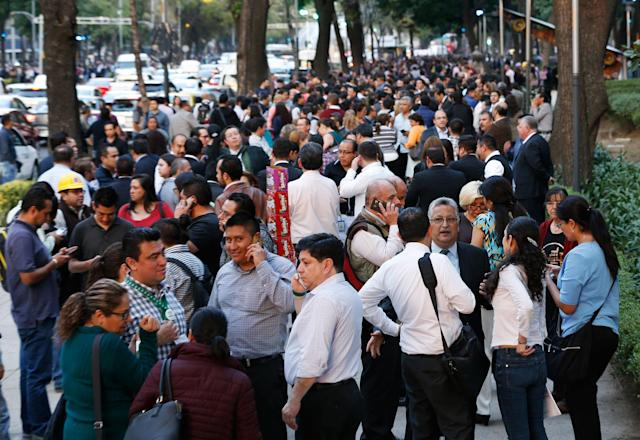 <p>People stand along Reforma Avenue after a 7.2-magnitude earthquake shook Mexico City, Friday, Feb. 16, 2018. (Photo: Marco Ugarte/AP) </p>