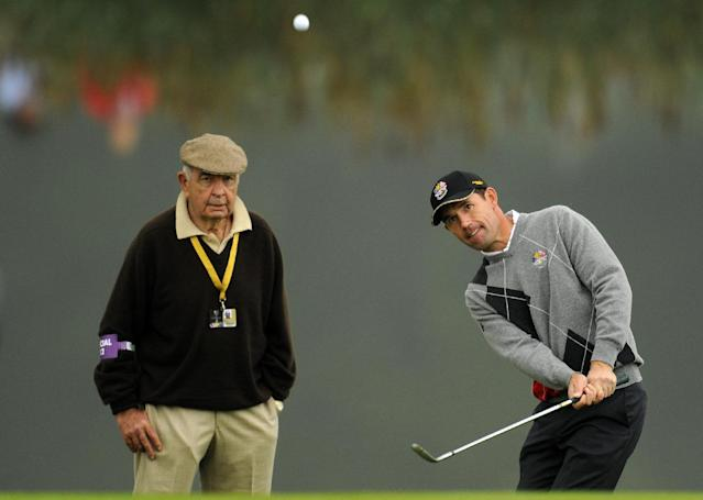 Europe Ryder Cup player Padraig Harrington (R) is watched by coach Bob Torrance during a practice session at Celtic Manor golf course in Newport, Wales on September 28, 2010 (AFP Photo/Glyn Kirk)