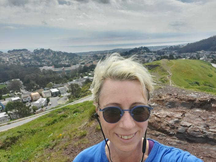 <p>Robin Cohn snaps a selfie after a run to the top of Twin Peaks. | Photo: Courtesy of Robin Cohn</p>