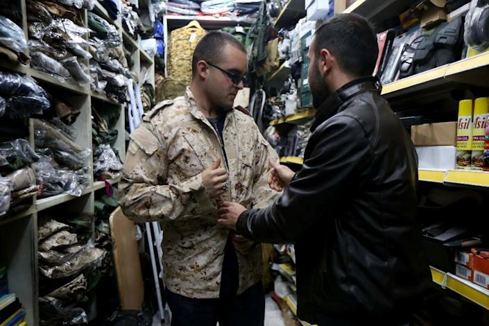 US national Louis Park (L) shops for military equipment at a market in the Iraqi city of Dohuk after he signed up to fight Islamic State jihadists alongside Christian militia group Dwekh Nawsh (AFP Photo/Safin Hamed)