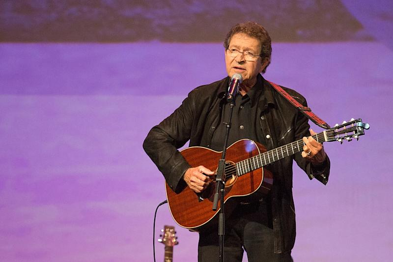 Mac Davis performs at the Texas Film Hall of Fame Awards in 2014. (Photo: Rick Kern/WireImage)