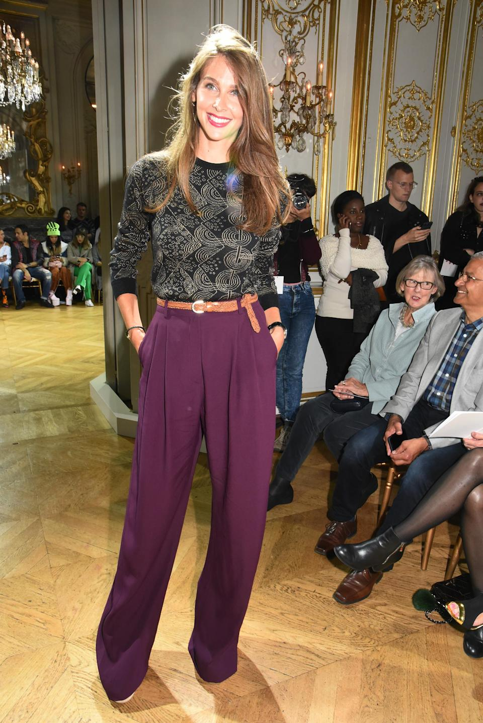<p>Ancienne mannequin, Ophélie Meunier a retrouvé l'effervescence des défilés ce dimanche. L'animatrice est venue admirer la nouvelle collection Galliano, essentiellement dominée par le satin et la transparence. (Getty) </p>