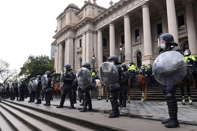Riot police guard Victoria's Parliament House as construction workers and far right activists protest against Covid restrictions (Photo: STRINGER via via REUTERS)
