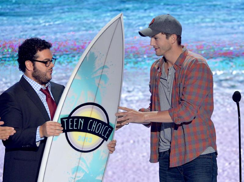Josh Gad, left, presents the ultimate choice award to Ashton Kutcher on stage at the Teen Choice Awards at the Gibson Amphitheater on Sunday, Aug. 11, 2013, in Los Angeles. (Photo by John Shearer/Invision/AP)