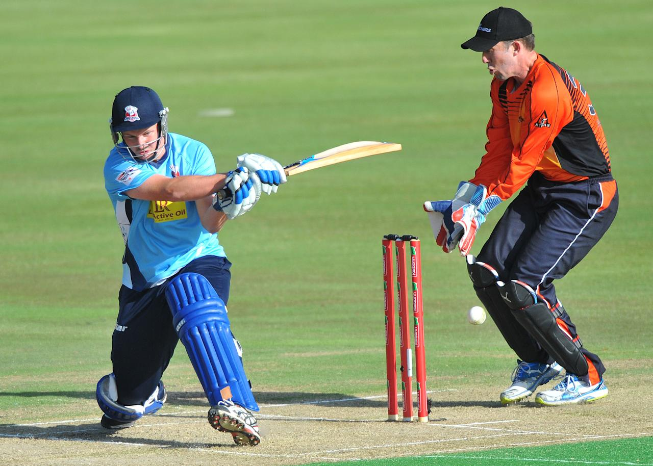PRETORIA, SOUTH AFRICA - OCTOBER 23: (SOUTH AFRICA OUT) Colin Munro (L) of Aces sweeps a delivery during the Karbonn Smart CLT20 match between Auckland Aces and Perth Scorchers at SuperSport Park on October 23, 2012 in Pretoria, South Africa. (Photo by Duif du Toit/Gallo Images/Getty Images)