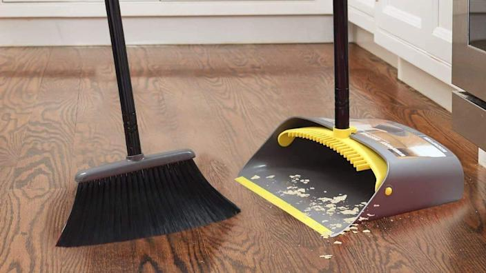 The simplicity of TreeLen's broom and dustpan set make for the easiest crumb control.