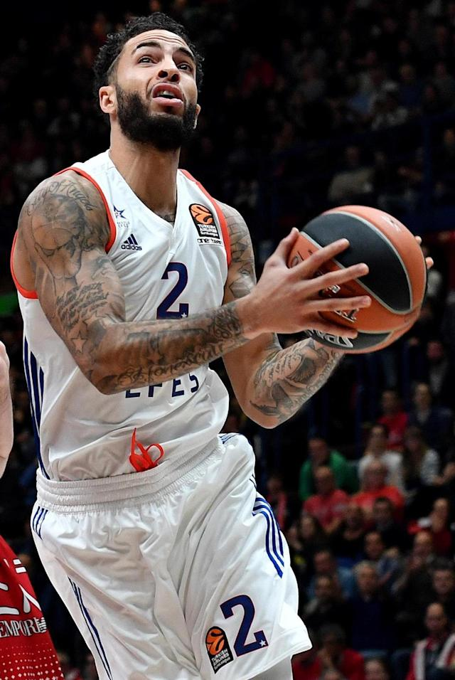 Milan (Italy), 10/11/2016.- (FILE) - Anadolu Efes Istanbul Tyler Honeycutt goes for the basket during the Euroleague basketball match between EA7 Emporio Armani Milan and Anadolu Efes Istanbul at the Assago Forum in Assago, near Milan, Italy, 10 November 2016. Media reports on 08 July 2018 state that Tyler Honeycutt has died after a shooting incident with US police. Los Angeles Police Department report that it appears as if the suspect was not struck by any officer'Äôs gunfire. The suspect appears to have sustained injuries consistent with a self-inflicted gunshot wound. (Euroliga, Estanbul, Baloncesto, Incendio, Italia, Estados Unidos) EFE/EPA/DANIEL DAL ZENNARO