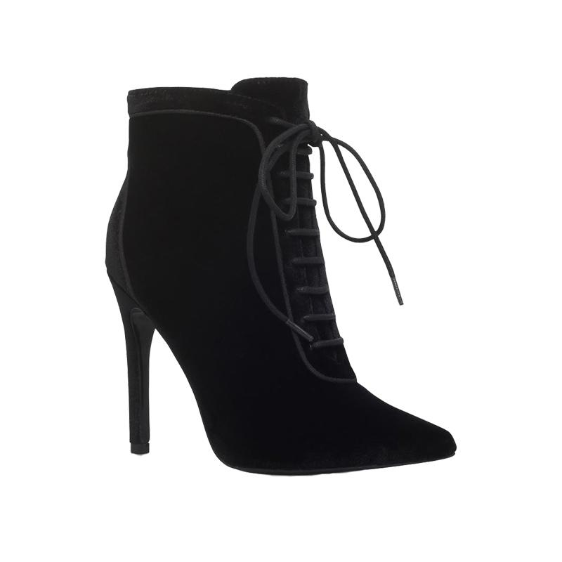 "<a rel=""nofollow"" href=""https://ec.yimg.com/ec?url=http%3a%2f%2fwww.harrods.com%2fproduct%2fglen-heeled-ankle-boots%2fcarvela%2f000000000005427315%3fcat1%3dnew-shoes%26amp%3bcat2%3dshoes-women-heels%26quot%3b%26gt%3bGlen&t=1506337896&sig=w3D8GtmL99RaFoSOCH4EkA--~D Heeled Ankle Boots, Harrods, $191</a><ul>     <strong>Related Articles</strong>     <li><a rel=""nofollow"" href=""http://thezoereport.com/fashion/style-tips/box-of-style-ways-to-wear-cape-trend/?utm_source=yahoo&utm_medium=syndication"">The Key Styling Piece Your Wardrobe Needs</a></li><li><a rel=""nofollow"" href=""http://thezoereport.com/beauty/makeup/halloween-makeup-tutorial/?utm_source=yahoo&utm_medium=syndication"">This Halloween Makeup Transformation Is So Mesmerizing</a></li><li><a rel=""nofollow"" href=""http://thezoereport.com/fashion/accessories/rashida-jones-iconery-jewelry-collection/?utm_source=yahoo&utm_medium=syndication"">Rashida Jones Just Launched The Chicest Jewelry Collection</a></li></ul>"