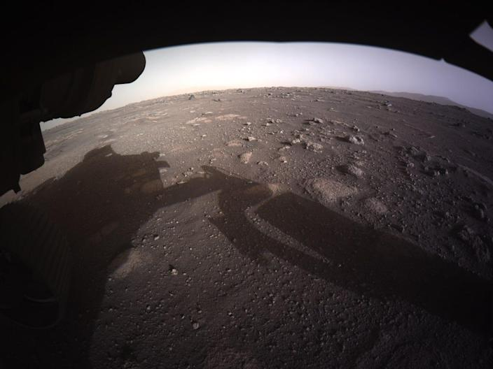 perseverance rover mars landing first color images photo jezero crater