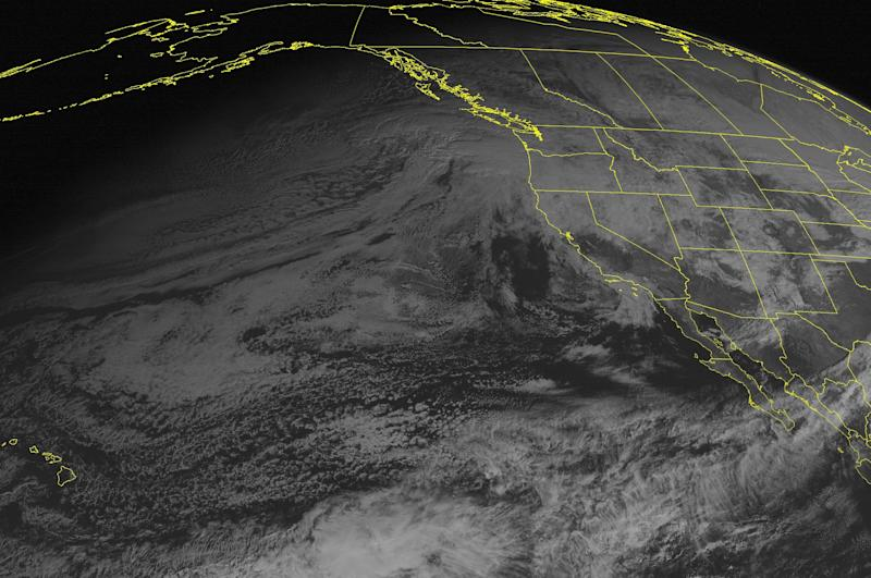 High winds, mountain snows hits Northwest