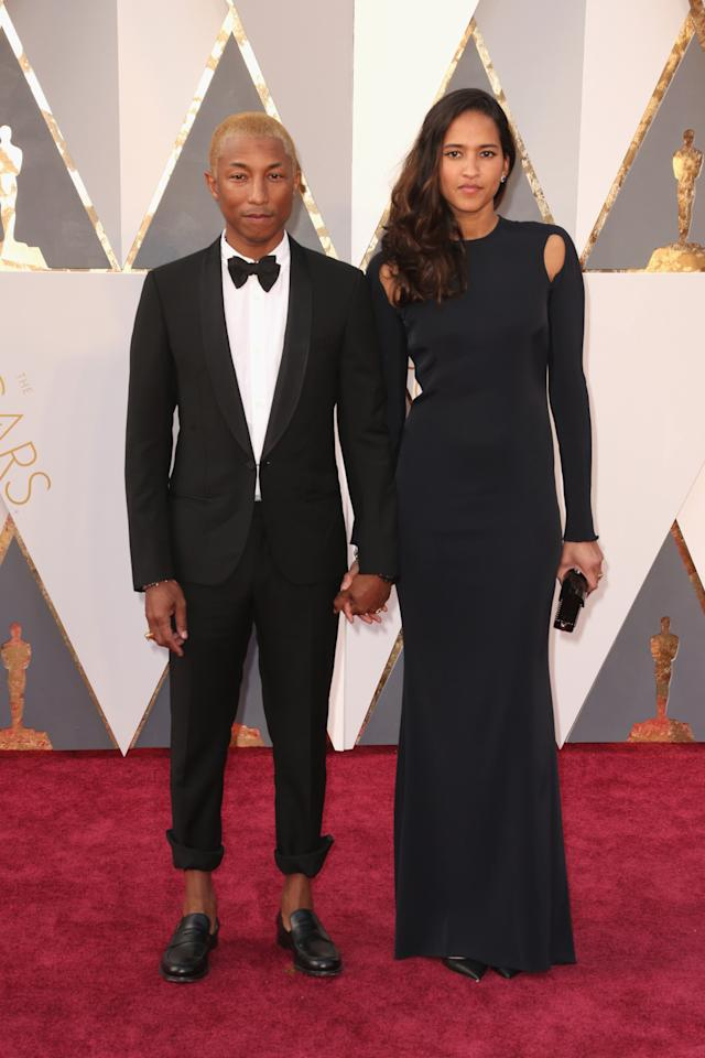 <p>The musician went relaxed to the Oscars this year, with rolled-up pants (?) and a tuxedo jacket undone. Interesting, Pharrell.</p>