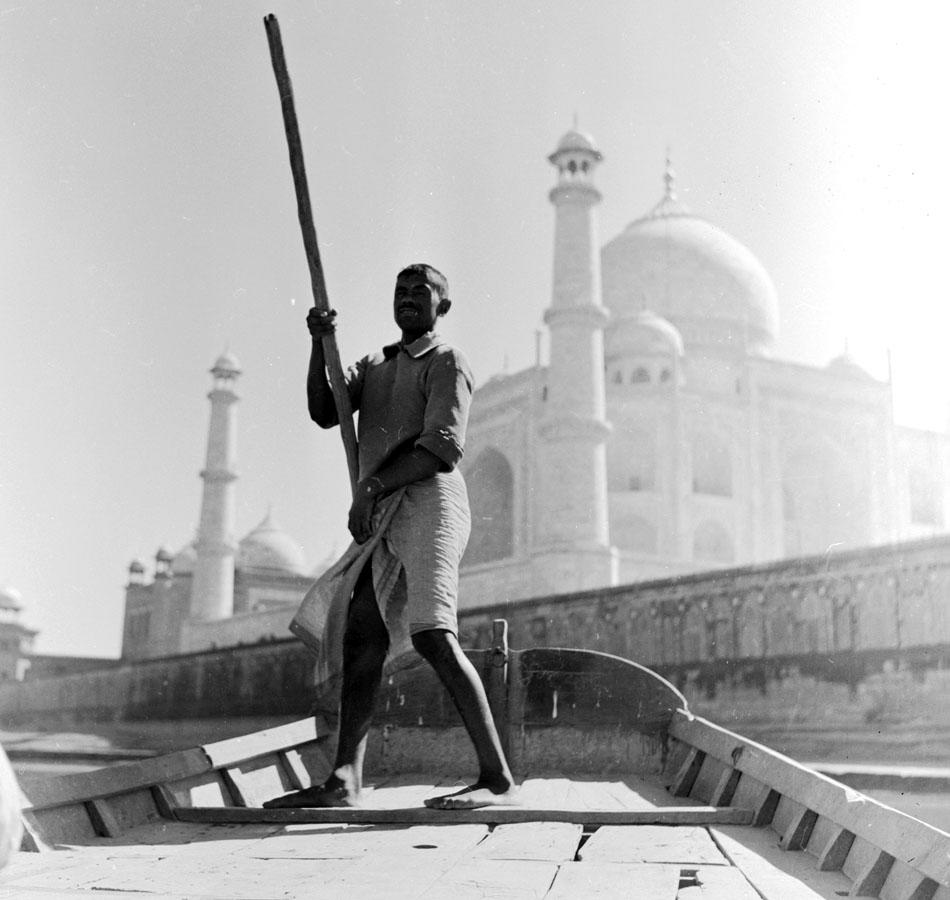 circa 1950:  A boatman propels his boat with a single oar along the Jumna river, in the background rises the Taj Mahal.  (Photo by Three Lions/Getty Images)