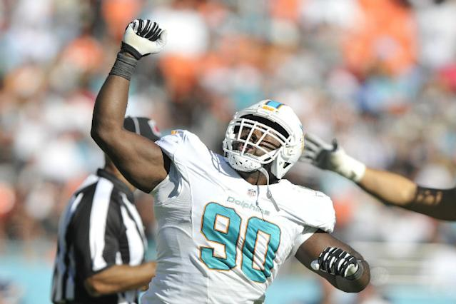 Earl Mitchell S Return A Welcome Sight For The Miami Dolphins