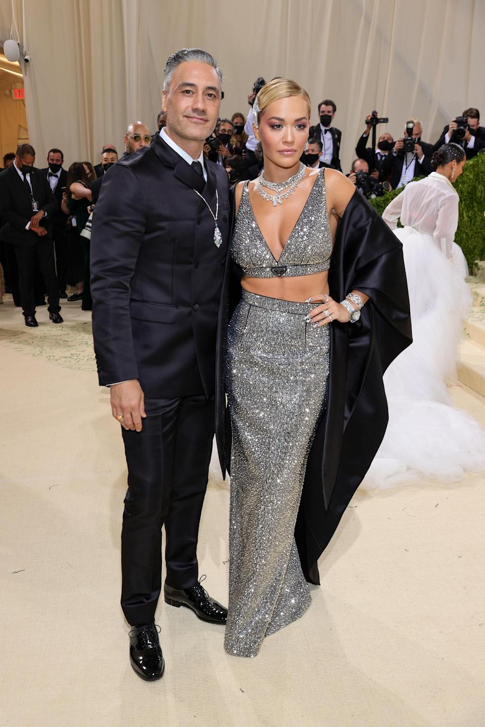 """<h1 class=""""title"""">Taika Waititi and Rita Ora in Prada and De Beers jewelry</h1><cite class=""""credit"""">Photo: Getty Images</cite>"""