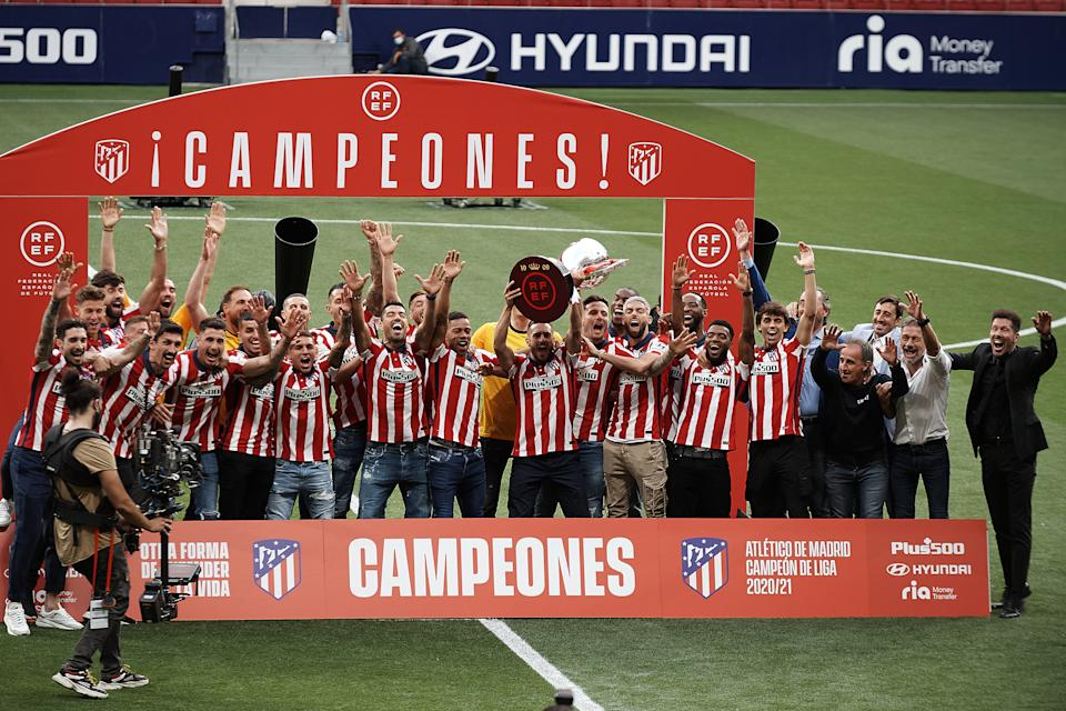 Atletico players during the presentation ceremony of the La Liga 20/21 championship trophy at Estadio Wanda Metropolitano on May 23, 2021 in Madrid, Spain. (Photo by Jose Breton/Pics Action/NurPhoto via Getty Images)