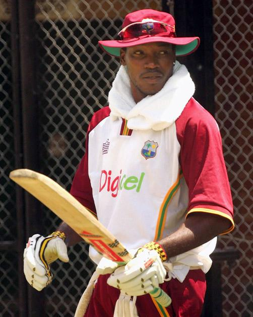 ADELAIDE, AUSTRALIA - JANUARY 25:  Chris Gayle of the West Indies prepares to bat during training at Adelaide Oval on January 25, 2005 in Adelaide, Australia.  (Photo by Hamish Blair/Getty Images)