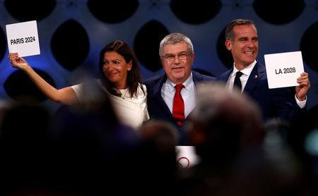 International Olympic Committee (IOC) President Thomas Bach next to Mayor of Paris Anne Hidalgo and Mayor of Los Angeles Eric Garcetti ratifies Paris 2024 and Los Angeles 2028 host cities for Olympics games during the 131st IOC session in Lima, Peru September 13, 2017. REUTERS/Mariana Bazo