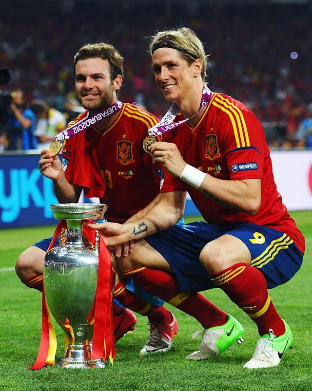KIEV, UKRAINE - JULY 01: Goalscorers Fernando Torres (R) and Juan Mata of Spain pose with the trophy following victory in the UEFA EURO 2012 final match between Spain and Italy at the Olympic Stadium on July 1, 2012 in Kiev, Ukraine. (Photo by Laurence Griffiths/Getty Images)