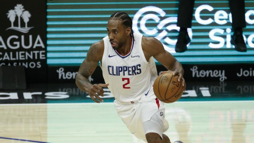 Los Angeles Clippers' Kawhi Leonard (2) drives against the Orlando Magic.